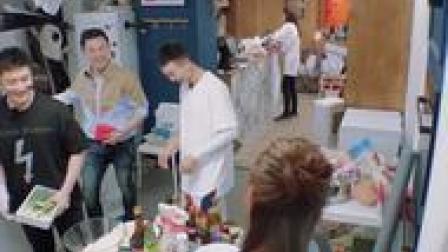 """#中餐厅 黄晓明教小白说绕口令,小白一出嘴,""""刘奶奶""""怕是买不到牛奶啦"""
