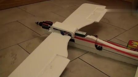牛人塑料泡沫自制一个遥控飞机, 原来造飞机也不