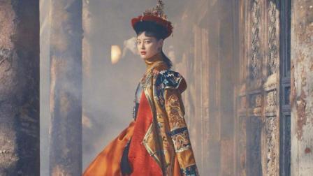 令妃在红毯上, 还了欠云彻哥哥的十两银子, 皇帝脸色变了