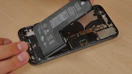 iPhone XS全球首拆! 电池缩水竟更节能?