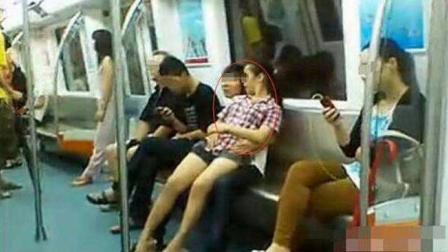 昆明情侣地铁秀恩爱 搂抱脱鞋躺座椅