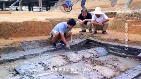 考古队发掘古代墓葬, 挖出十个原始瓷罐, 发现未
