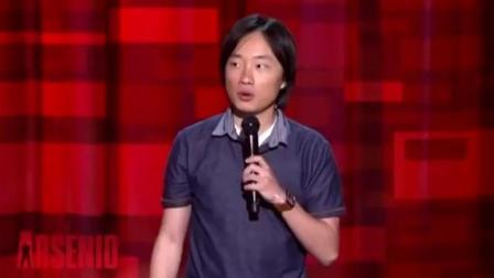 中国小伙在国外脱口秀节目中机智回应被认为韩国人的说法