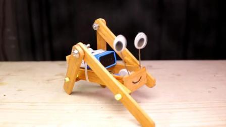 牛人用3个马达制作出一个好玩的机器人玩具