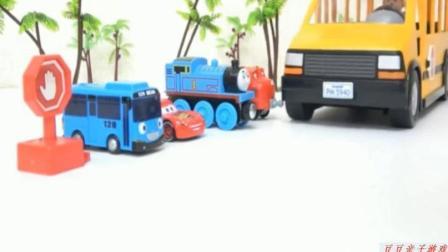 汽车玩具视频 儿童趣味玩具视频 托马斯小火车与恐龙玩具视频
