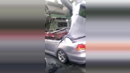 太惨了, 瞬间就成了敞篷车, 车内的人九死一生