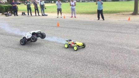 老外玩具赛车比赛, 开局0.1秒就已经决定了胜负, 小车太强悍了