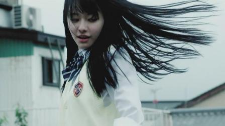 日本拍的一部挺有特色丧尸片, 很带感, 很嗨