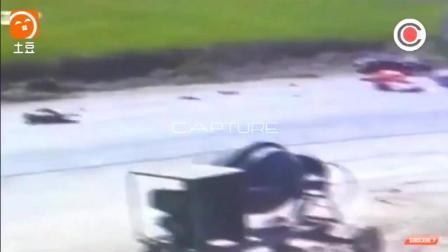 监控拍下的离奇车祸, 至今没人知道是怎么发生的