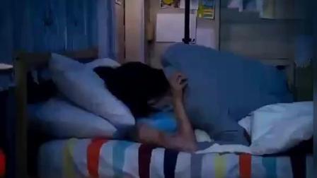 霸道总裁晚上回家看到灰姑娘躺在自己床上睡, 两人情不自禁的拥吻!