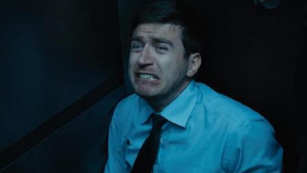 末日来袭, 全城爆发丧尸病毒, 男子被困故障电梯中逃过一劫
