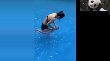美女跌落在水中, 只是被男子扶了一下, 害羞的脸