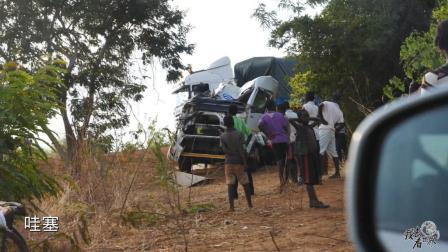 在非洲自驾游, 遇到惨烈车祸, 荒凉之地只有等死