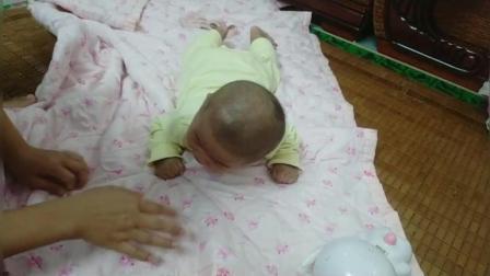 为什么宝宝从小不喜欢趴着, 一趴着就哭