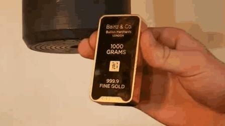老外土豪实验, 将价值四万美金的金条放在液压机下, 结果会怎样