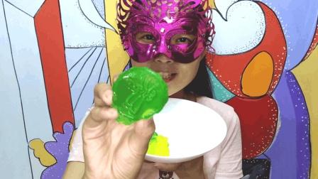 美食吃货: 面罩小姐姐吃果冻月饼 福、蜻蜓图案好看又冰爽滑口