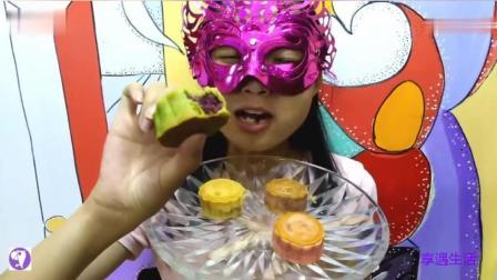 面具小姐姐吃宝马图案月饼