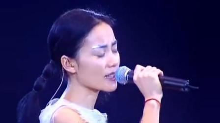 王菲不愧是天后, 台上的一首《上海滩》, 一开嗓直接秒杀原唱!