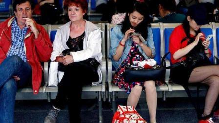 中国那么多低头族, 而美国就没有那么多爱玩手机的人? 这是为什么