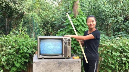 这黑白电视机有多少人见过, 婷子自编《回忆童年》唱得童趣满满