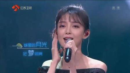 汪小敏深情演唱《城里的月光》超好听, 人美歌甜引回忆杀!