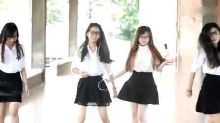 大学眼镜美女校花短裙齐跳鬼步舞, 真好看!