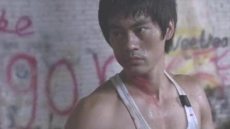 李小龙传奇公平的比赛, 对方却对李小龙使用阴招