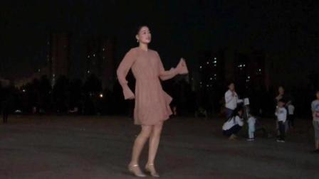 中秋月圆之夜广场舞《33步蹦迪舞》谁会陪我过