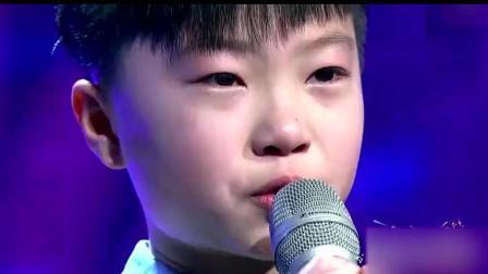 8岁孩子翻唱一首催泪老歌, 开口就感动所有观众, 评委也泪流满面