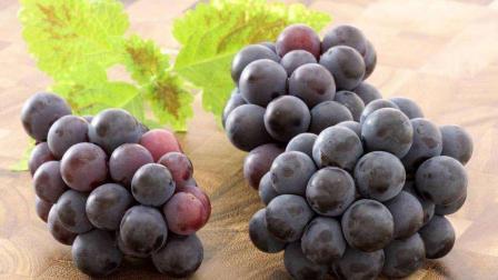 葡萄好吃营养价值高, 但吃过葡萄这三样食物少吃, 最好不吃