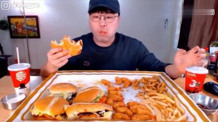 韩国大胃王豪放派吃播donkey弟弟吃巨无霸汉堡炸虾, 薯条和洋葱圈