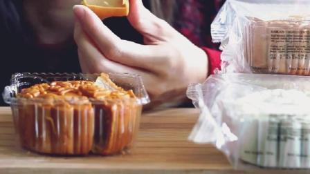 ASMR, 国外小姐姐吃几种不同口味月饼, 中秋佳节你吃月饼了吗?