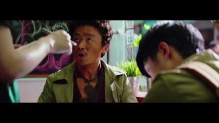 唐人街探案:张大大扮演咖啡馆服务员,这个角色被他演的好欠揍