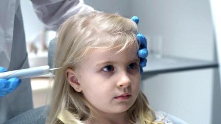 小女孩脑内被植入芯片, 从此做什么妈妈都能看到! 速看科幻片《黑镜4: 方舟天使》