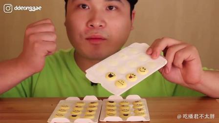 韩国吃播Donkey弟弟, 吃emoji表情包饼干, 感觉以后无法直视表情了