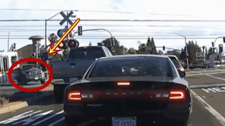 黑色汽车作死闯红灯, 下一幕悲剧了