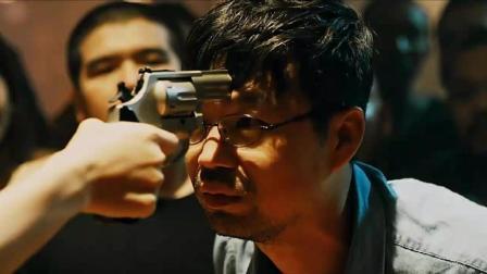 男子想自杀, 装5颗子弹转动左轮, 还是死不了!