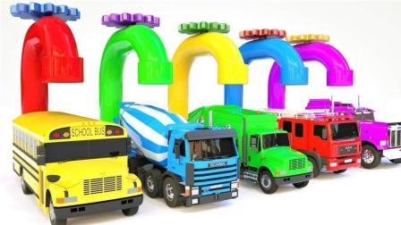 大大卡车装载不同类型的彩色小汽车玩具
