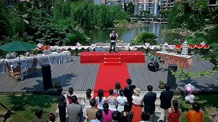 女子精心准备婚礼现场,被男子搞笑破坏,现场
