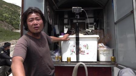 川藏线上遇牛人, 拉着900多斤的房车去拉萨, 烧烤