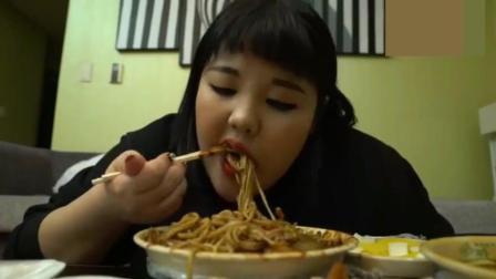 韩国秀彬大胃王吃播: 一碗炸酱面, 这样吃过瘾吗?