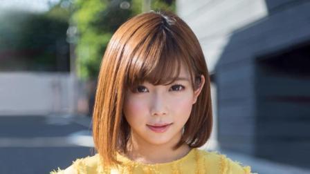 她是日本女性最喜欢的成人片女优, 还是个勤奋的作家