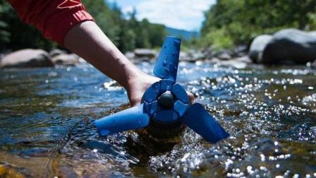世界上最小的水力发电机, 重量只有800克, 扔河里就能发电