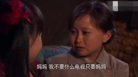 没钱买煤油灯, 小女儿亲手为迷你妈妈做南瓜灯, 眼睛看红了!