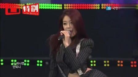 韩国美女靓妹慰问演出 台上扭腰跳热舞, 台下士兵坐不住了