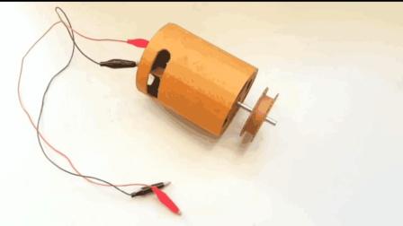 牛人用简单的材料制作小型电机, 脑洞让人佩服