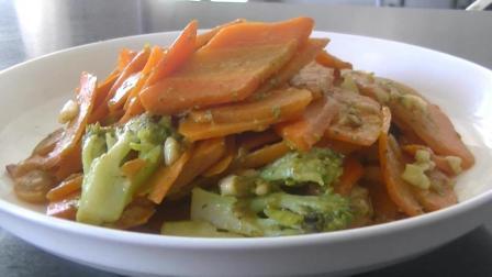 美食食谱: 胡萝卜炒西兰花的家常做法! 营养美味、全家人都爱吃!