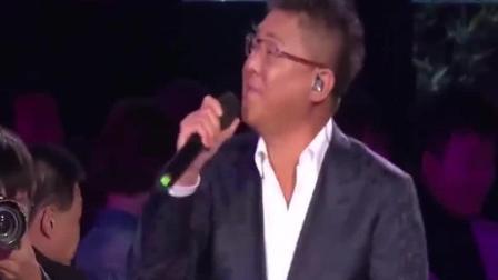 2018央视中秋晚会: 姜育恒精彩演唱《再回首》回忆杀引全场合唱!