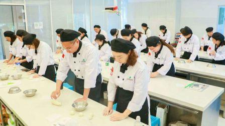 一般学烘焙要多少钱 学做蛋糕 西点烘焙 蛋糕培训 蛋糕教学