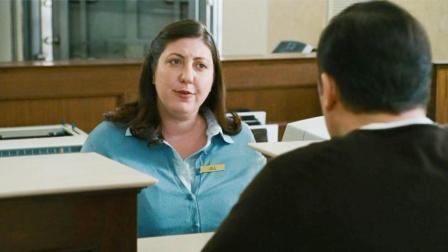 男子银行卡只剩下300元, 却对银行职员说要取800, 对方竟同意了